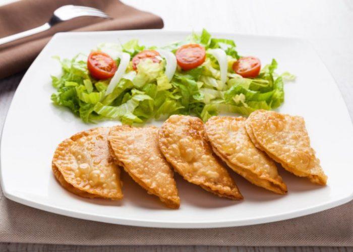 Tuna patties with lettuce salad